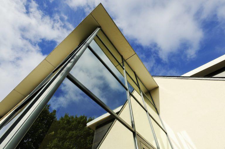 façade vitrée lumière naturelle