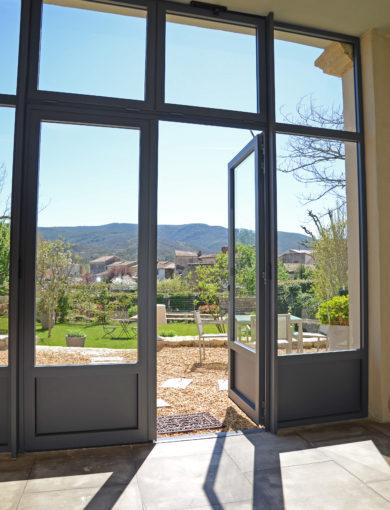 Porte-fenêtre pergola