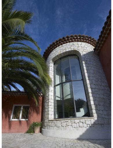 façade vitrée pergola moderne
