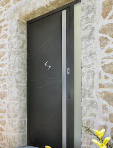 Porte d'entrée monobloc