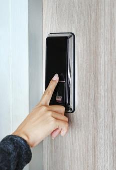 Porte d'entrée connectée - empreinte digitale